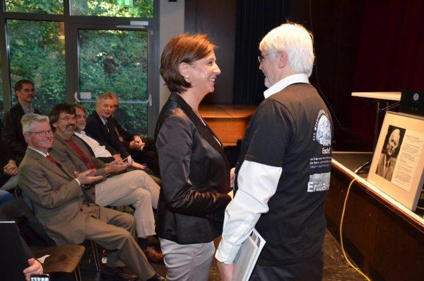 Schulministerin Yvonne Gebauer und Weltklimaforscher Prof. Hartmut Graßl am THG