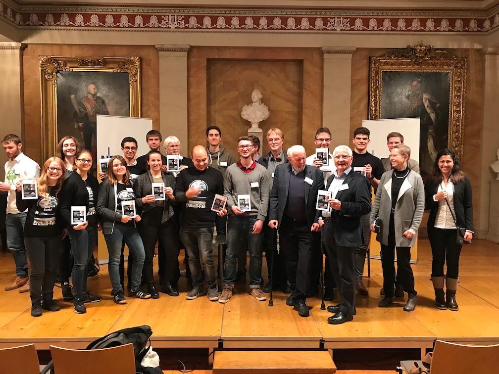 Erdball-Fans vom THG in Göttingen – Tradition für eine bessere Welt