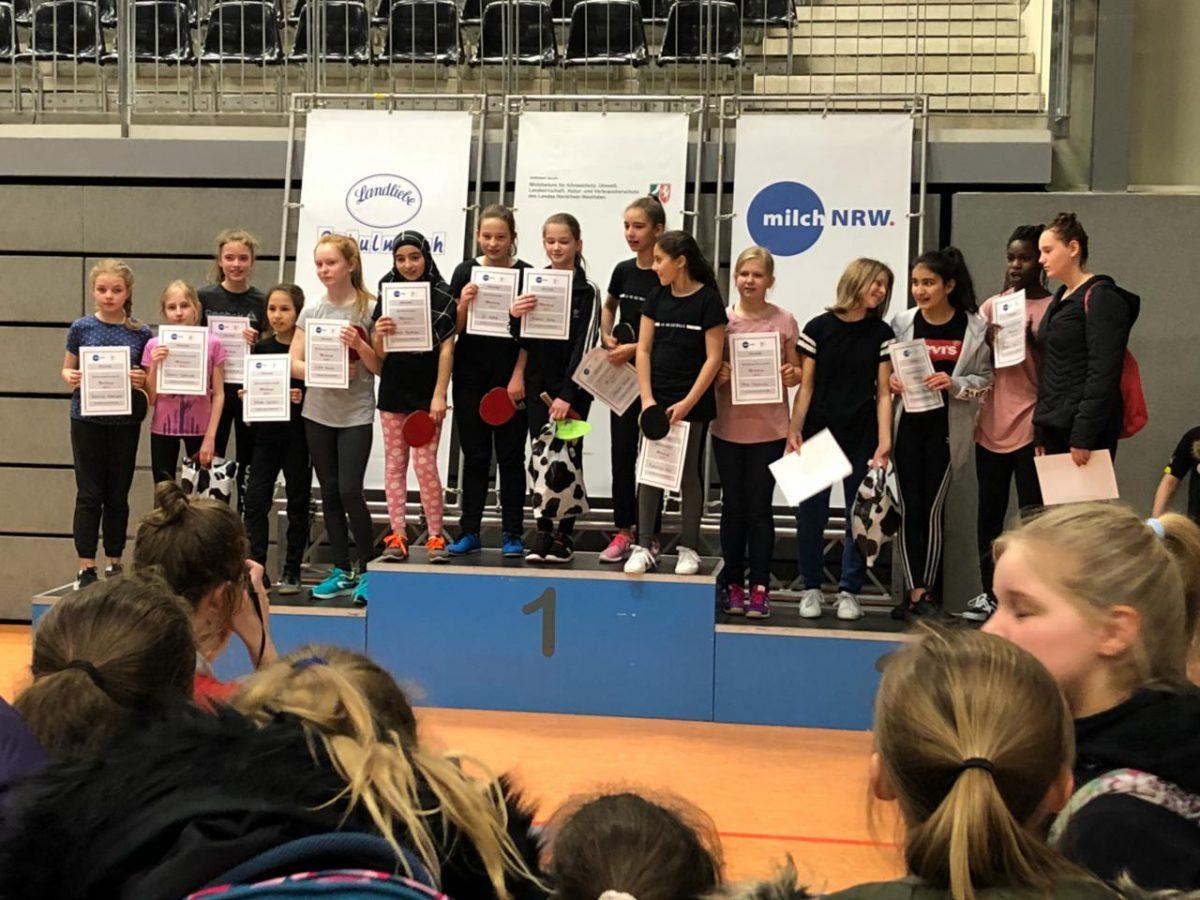 Tischtennis-Mädchen der 6a fahren zur Landesmeisterschaft nach Düsseldorf!