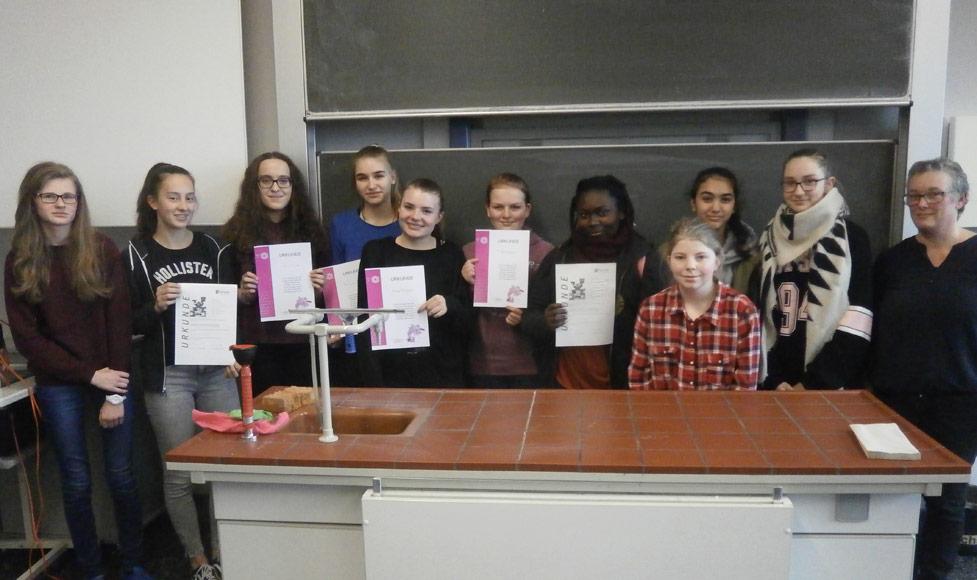 Erfolgreiche Teilnahme bei Chemiewettbewerben