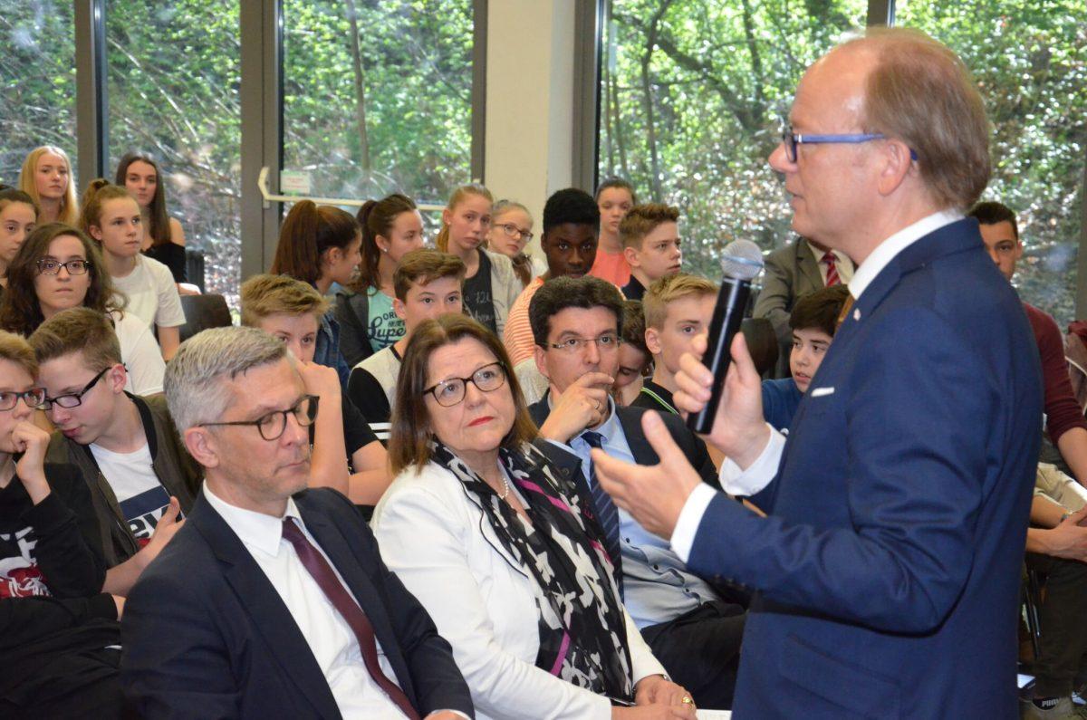 Der Landtagspräsident von Nordrhein-Westfalen zu Gast am THG