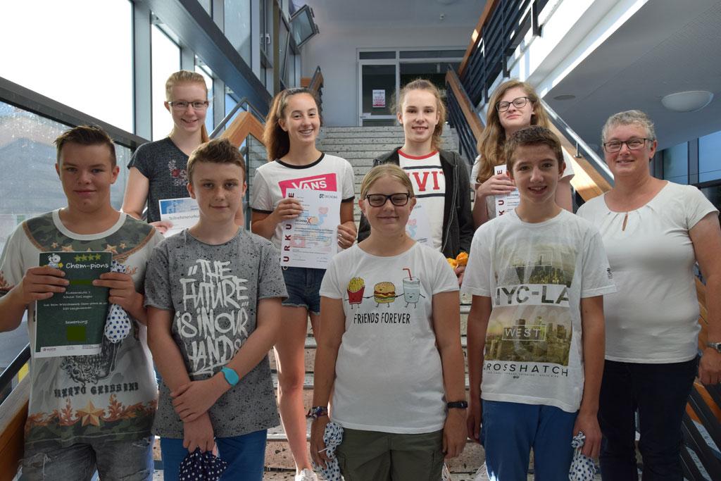 Hefeteig, Pillen und Farbstoffe – Acht Schüler nahmen an Chemie-Wettbewerben teil