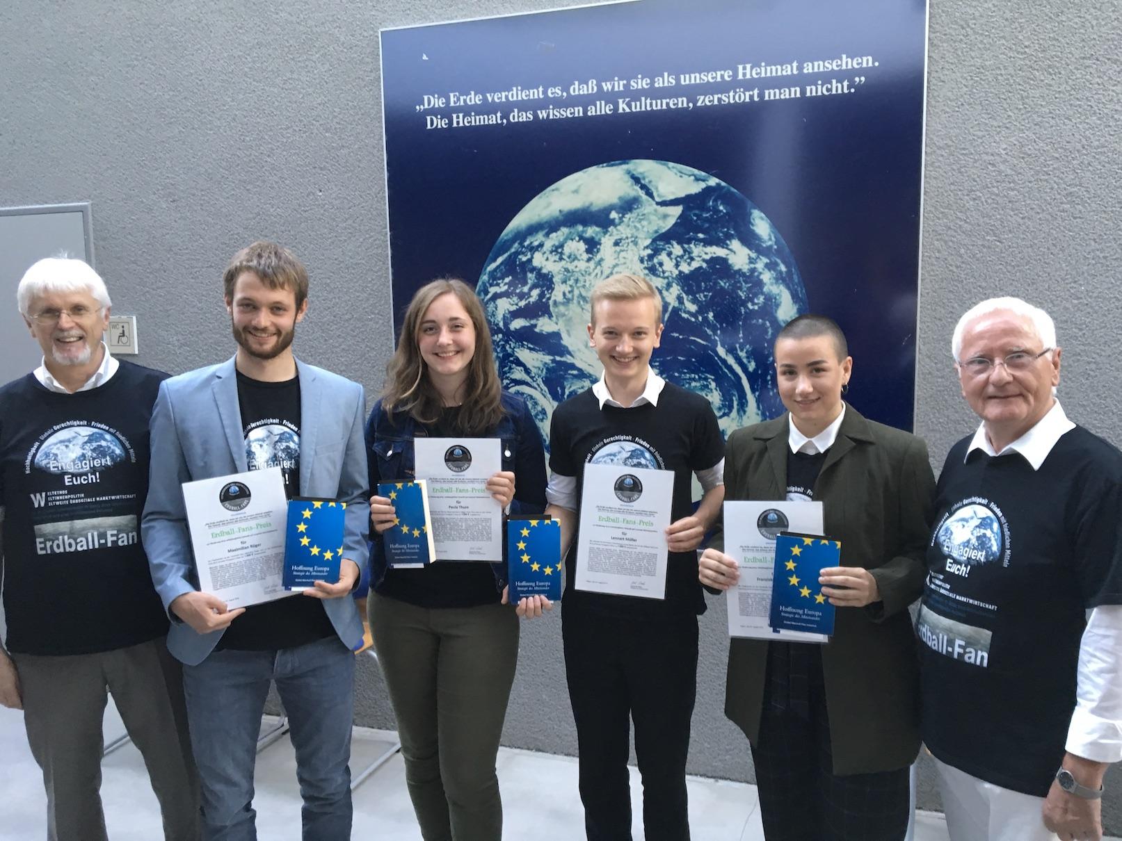 Preisverleihung für Erdballfans und Ausbildung zu Klimabotschaftern